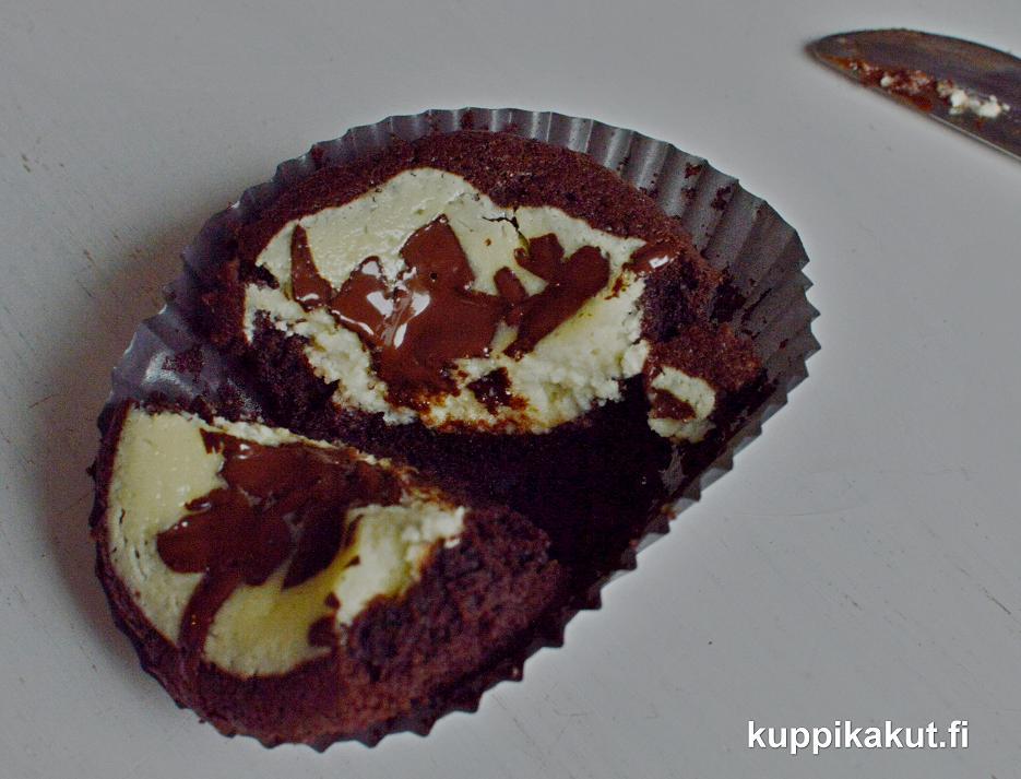 suklaata ja juustokakkua yhdessä