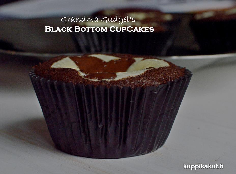 suklaa-juustokakku-kuppikakku eli black bottom cupcake