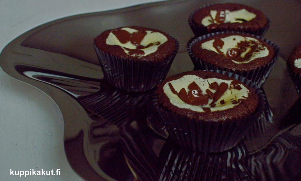 suklaa-juustokakku-muffinssit